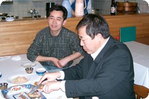 懇親会終了後、話し足りない(飲み足りない?)メンバー数名は池袋へ移動し、モンゴル行宮料理「故郷(ノタガ)」にて二次会を行いました。