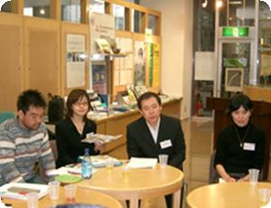 各NGOからの報告が終了し、そのまま続けて意見交換会を行いました。
