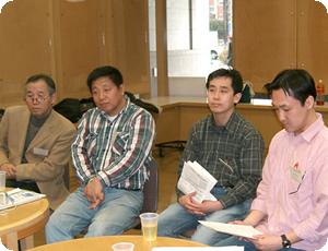 まず自己紹介をし、報告会で最後の順番となった日本・モンゴル農業交流協会の竹田氏の話を受けて「現地でのリーダーを育てるためみはどうすればよいのか?」というテーマのもと議論が開始されました。